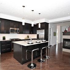 Modern Kitchen by Sagebrook Developments Inc.