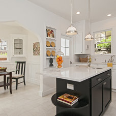Traditional Kitchen by seattlehometours.com