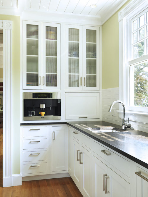 Colonial kitchen cabinets home design ideas renovations for Colonial kitchen cabinet ideas