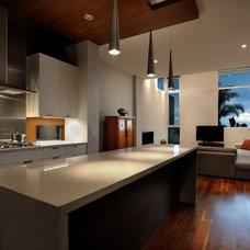 Modern Kitchen by Kevin deFreitas Architects AIA