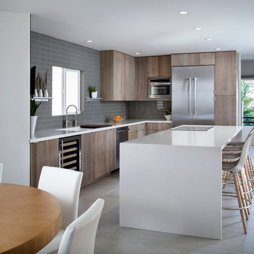 Example Of A Coastal L Shaped Eat In Kitchen Design San Diego With