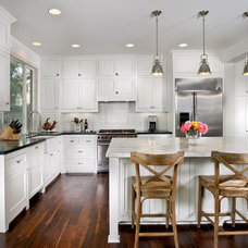 Traditional Kitchen by Grandview Development & Construction Inc.