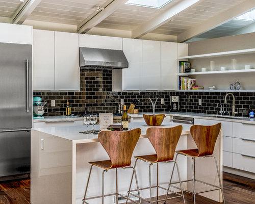 k chen mit schwarzer k chenr ckwand und k chenr ckwand aus metrofliesen ideen bilder. Black Bedroom Furniture Sets. Home Design Ideas