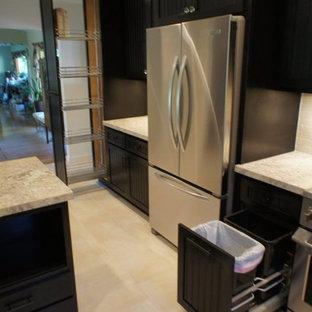 サンフランシスコのカントリー風おしゃれなキッチン (エプロンフロントシンク、インセット扉のキャビネット、黒いキャビネット、珪岩カウンター、黄色いキッチンパネル、サブウェイタイルのキッチンパネル、シルバーの調理設備の) の写真