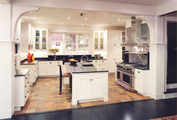 Traditional Kitchen by Chang + Sylligardos Architects
