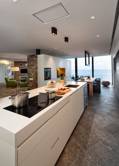 Contemporary Kitchen by VelezCarrascoArquitecto