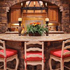 Mediterranean Kitchen by Integrity Luxury Homes