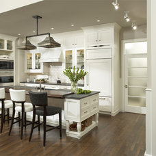 Traditional Kitchen by Casa Verde Design