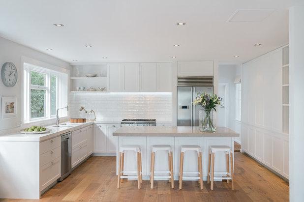 Transitional Kitchen by Eternodesign
