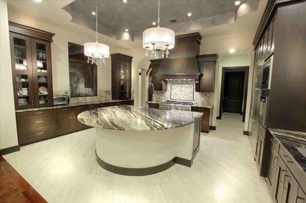Contemporary Kitchen by Vanguard Studio Inc.