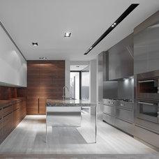 Modern Kitchen by B.E Architecture