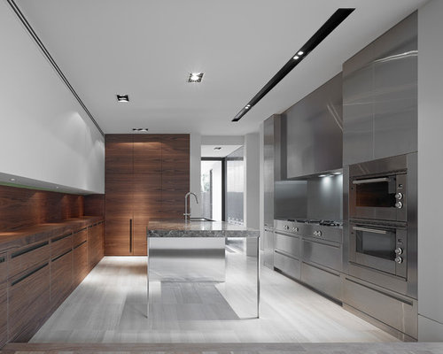 Kitchen with travertine floors design ideas remodel for Salle de bain 9 m2