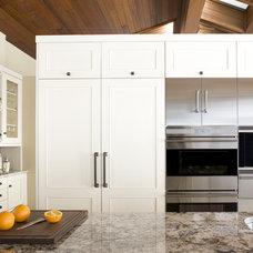 Modern Kitchen by Exquisite Kitchen Design