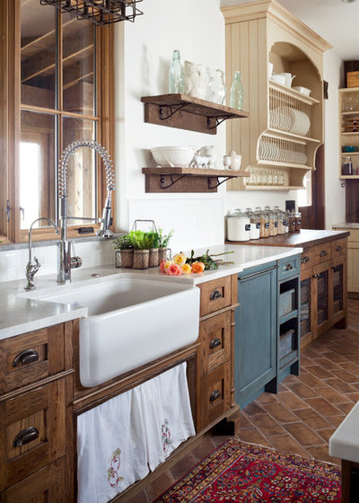Farmhouse Kitchen by Dragonfly Designs