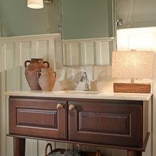 Traditional Kitchen by Splash Kitchens & Baths LLC