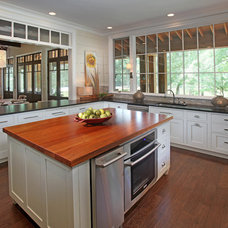 Traditional Kitchen by Splash Kitchens & Baths LLC