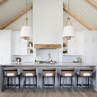 На фото: огромная кухня в стиле современная классика с сводчатым потолком с
