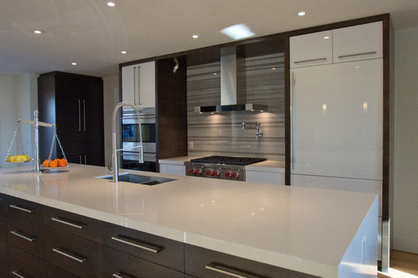 Modern Kitchen by Stone Evolution