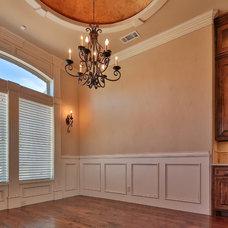 Traditional  by Oakmark Custom Homes