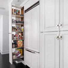 Transitional Kitchen by Dresner Design | Chicago Custom Kitchens Cabinets