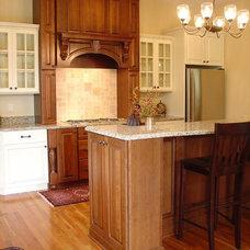 Traditional Kitchen by Fashion Par Kitchens