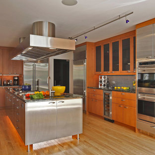 Mid-century modern kitchen appliance - Inspiration for a 1950s kitchen remodel in New York