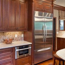 Traditional Kitchen by Kitchen Kraft