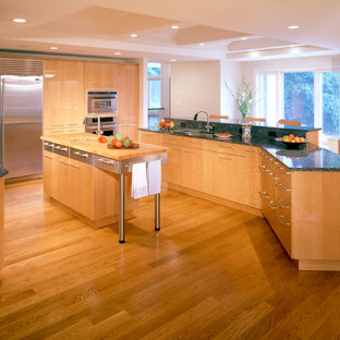 Chadds Ford Contemporary/High Gloss Maple Kitchen