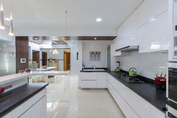 Modern Kitchen by DESIGN CAFE