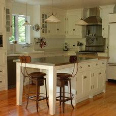 Transitional Kitchen by Julie Pratte, Designer d'interieur
