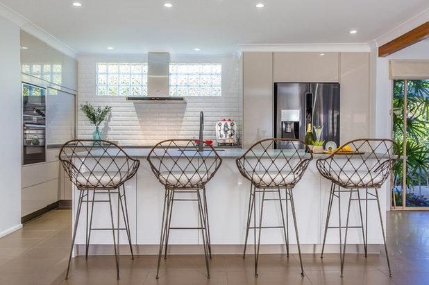 Beach Style Kitchen by New Leaf Design Studios