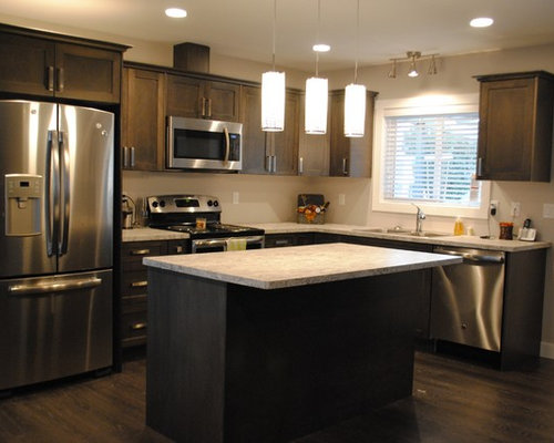 midsized traditional eatin kitchen designs example of a midsized