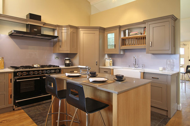 Contemporary Kitchen by Beau-Port Kitchens