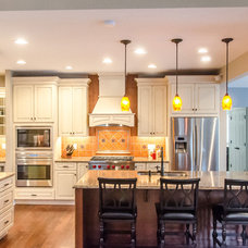Traditional Kitchen by PRO-Builders