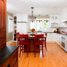Craftsman Kitchen by Fluidesign Studio