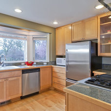 Transitional Kitchen by Seattle Staged to Sell LLC