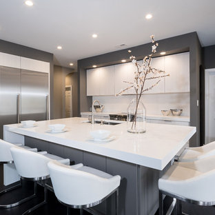 Mid-sized contemporary eat-in kitchen ideas - Example of a mid-sized trendy l-shaped dark wood floor and black floor eat-in kitchen design in Atlanta with an undermount sink, flat-panel cabinets, gray cabinets, quartz countertops, white backsplash, stainless steel appliances, an island and white countertops