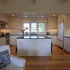 Traditional Kitchen by Shelter 7