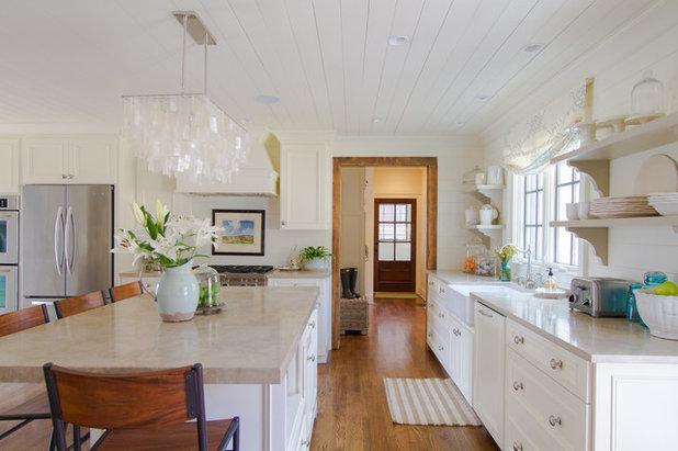 Farmhouse Kitchen by Abbey Construction Company, Inc.