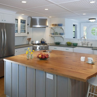 Idee per una cucina eclettica con ante in stile shaker e elettrodomestici in acciaio inossidabile