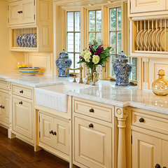 traditional kitchen by Superior Woodcraft, Inc.
