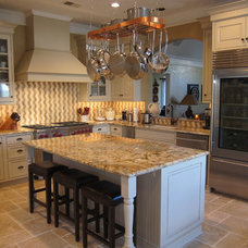 Traditional Kitchen by Kitchens Unlimited - Dottie Petrilak, AKBD