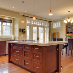 traditional kitchen cabinets by NEXS Cabinets Inc.
