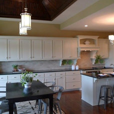 Traditional Kitchen by Homes by Chris