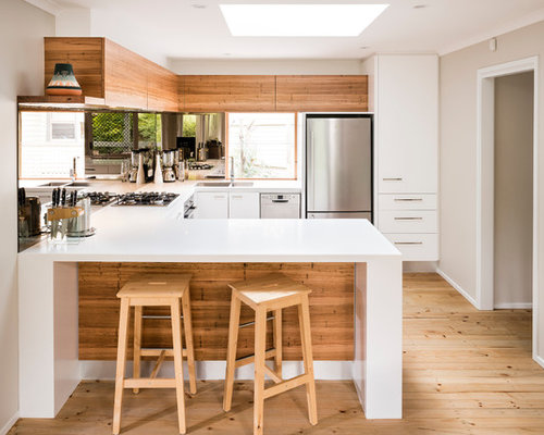 Small Contemporary Eat In Kitchen Ideas   Example Of A Small Trendy U Shaped