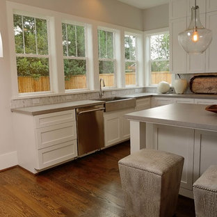 Large eat-in kitchen appliance - Inspiration for a large u-shaped dark wood floor eat-in kitchen remodel in Houston with a farmhouse sink, flat-panel cabinets, white cabinets, quartz countertops, gray backsplash, stainless steel appliances and an island