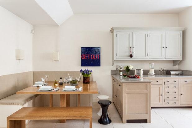 Traditional Kitchen by SR interior design