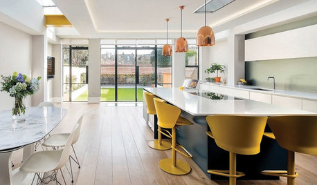 Houzz Tour: Sunny Open-Plan Kitchen Brings Cheer to a Big Home