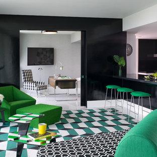 マイアミの中サイズのエクレクティックスタイルのおしゃれなキッチン (一体型シンク、落し込みパネル扉のキャビネット、黒いキャビネット、ラミネートカウンター、黒いキッチンパネル、セラミックタイルのキッチンパネル、シルバーの調理設備の、セラミックタイルの床) の写真