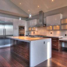 Modern Kitchen by Chrissy & Co Design Savvy